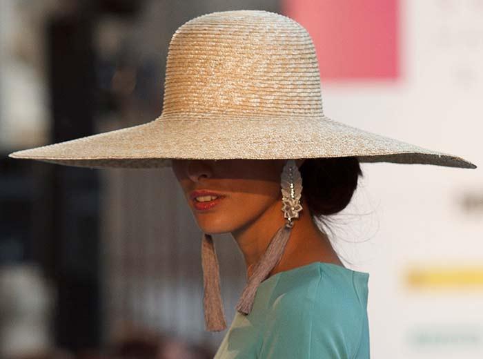 Cómo llevar una pamela: guía de estilo para invitadas